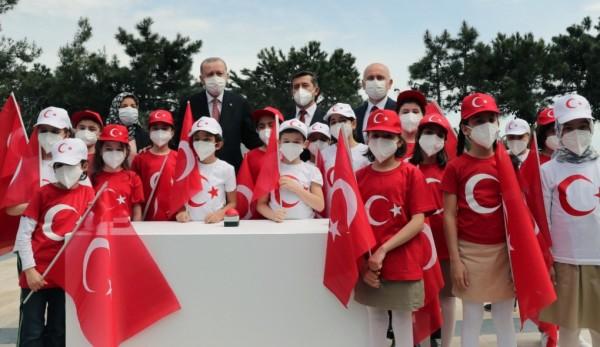 Türkiye'nin En Yüksek Bayrak Direğinde, En Büyük Türk Bayrağını Daima Dalgalandıracağız