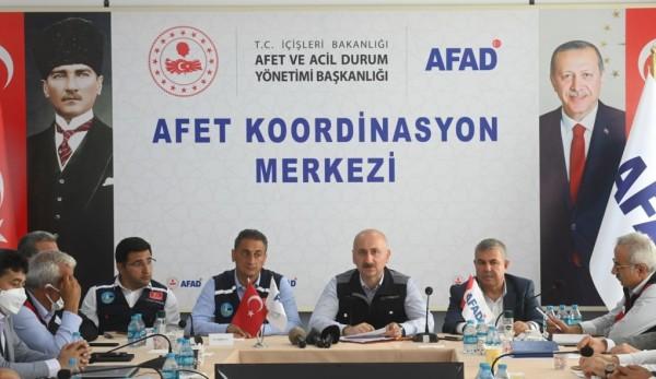 Ulaştırma Bakanı Karaismailoğlu, Sel Bölgesinde Yapılan Çalışmaları Yerinde İnceledi